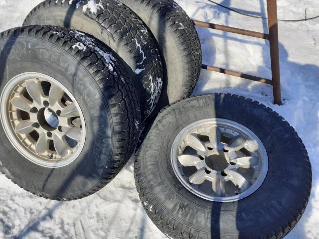 Продаю всесезонные шины с литьем 4шт 31*10,5*15 йохохама заречье 89241613379