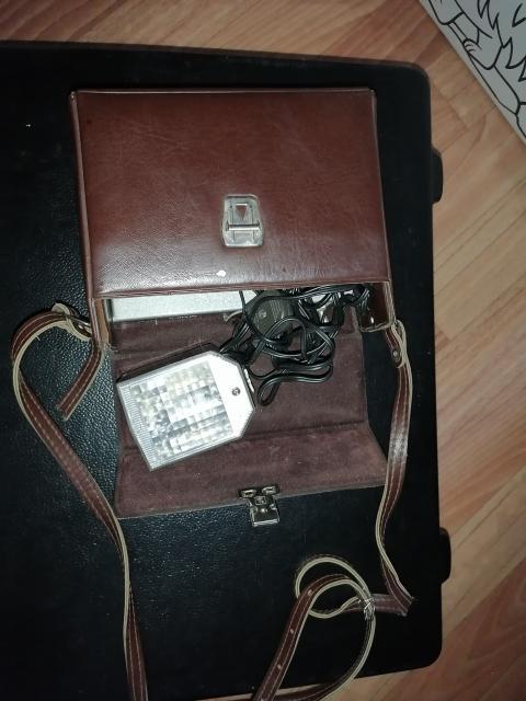 Продаю рабочую Фотовспышку Чайка, питание от сети 220 вольт и от двух квадратных батареек (продаются в 4 магазине)