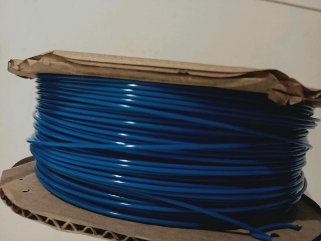 PETG пластик для 3д ручек. 1,75 мм 1 кг. Длина около 400м. Подойдёт как для 3д ручек так и для 3д принтера. Самый безопасный пластик. Цвет синий Торга нет Обмен не интересует