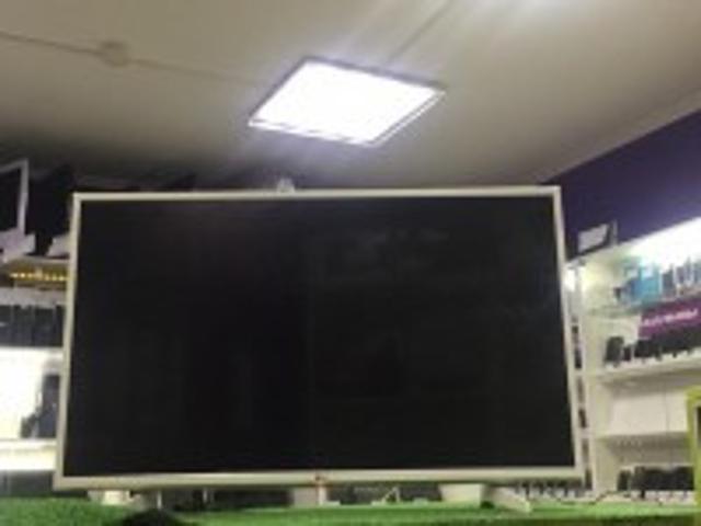 """разрешение: 4K UHD (3840x2160), HDR диагональ экрана: 43"""" тип подсветки: Direct LED мощность звука: 20 Вт (2x10 Вт) платформа Smart TV: webOS беспроводные интерфейсы: Wi-Fi 802.11n, Miracast проводные интерфейсы: HDMI x 3, USB, Ethernet, выход аудио оптический"""