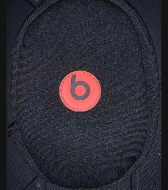 Продаю проводные наушники BEATS SOLO ОРИГИНАЛ (2012) белого цвета, в хорошем состоянии.  В комплекте: чехол (мягкий), кабель jack 3,5 mm. Продажа в связи с покупкой apple airpods. Торг уместен