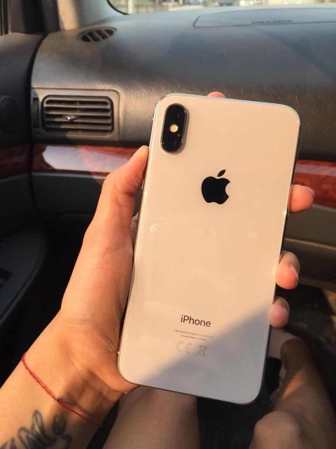 Продам айфон х, 64 гб, в ремонте не подлежал, необходимо заменить дисплей, остальные вопросы по ватсапп 89241784083