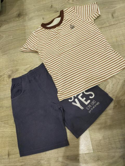 Продам шорты и футболку за 250р. Размер обоих 134. Самовывоз район яксмк. Пишите.