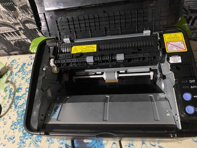 Продам принтер pantum p2500w в отличном техническом состоянии, функция WiFi печати, лазерная технология печати, очень удобно заправлять, порошок для заправки продаётся в любом магазине оргтехники, в употреблении 3 месяца, продаю в связи с переездом в другой город