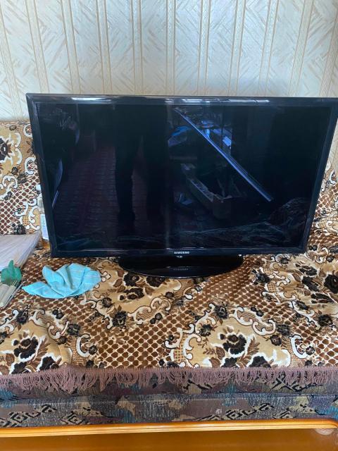 Продаю телевизор Samsung 40 дюймов б/у , пульт д/у , инструкция(паспорт), все в рабочем состоянии. Торг возможен.
