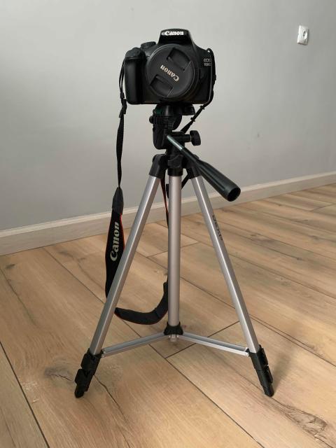 Зеркальный фотоаппарат Canon 1100D 18-55 mm. Отличное состояние, почти не пользовались, фотографом не стала 😂 состояние идеальное 👍 в подарок штатив Dexp