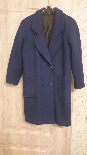 продаю пальто, размер 44-46 , можно и как оверсайз на 42 , длина по колено , прямое , ткань плотная , Б/у
