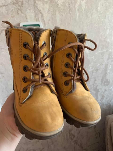 Ботинки 28 размер, натуральный мех, носили 1 месяц, покупали за 4700 р.