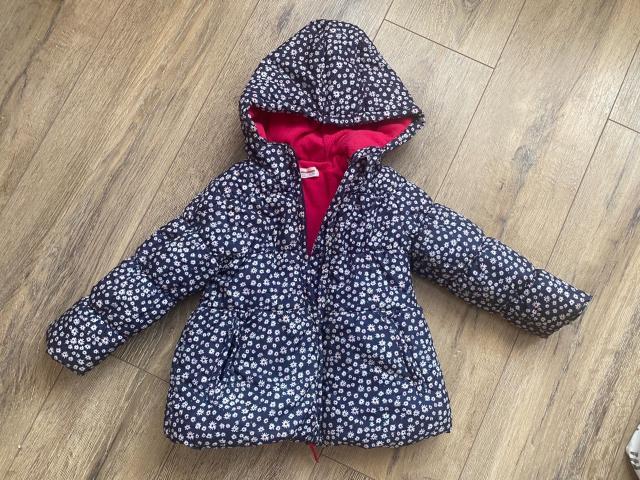 Продаю демисезонную куртку детскую на рост 92-98 см. Состояние отличное. Одевали пару раз. Ватсап 89141000614