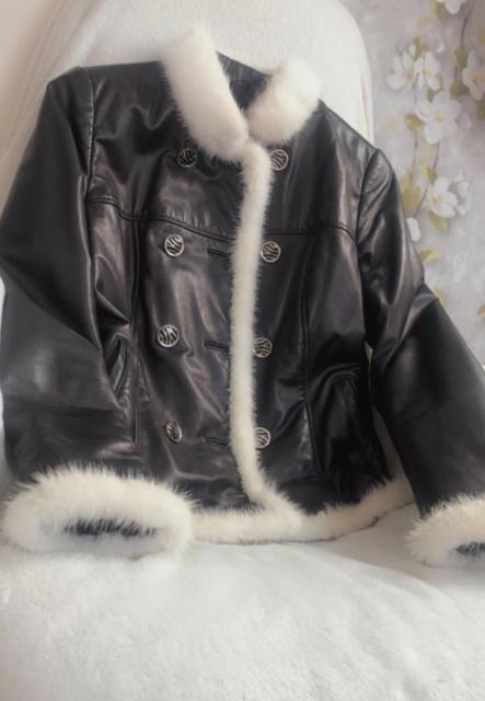 Продаю куртку «Леди» Размер 44  Натуральная кожа -мягкая и крепкая  Обработка белая норка  Быстрая цена 10 000 Обращаться по номеру 702058