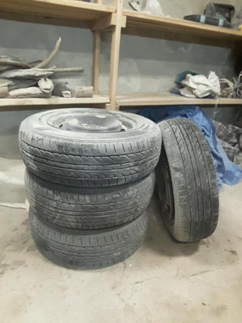 продаю колеса в сборе и шины б/у на 15р и на 14р
