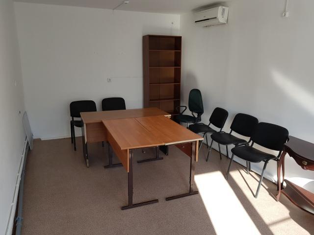 продаю нежилое помещение 35 кв м за 4200 тыс  с отдельным входом, варианты обмена на квартиру или авто не раннее 2016 г  с доплатой в обе стороны