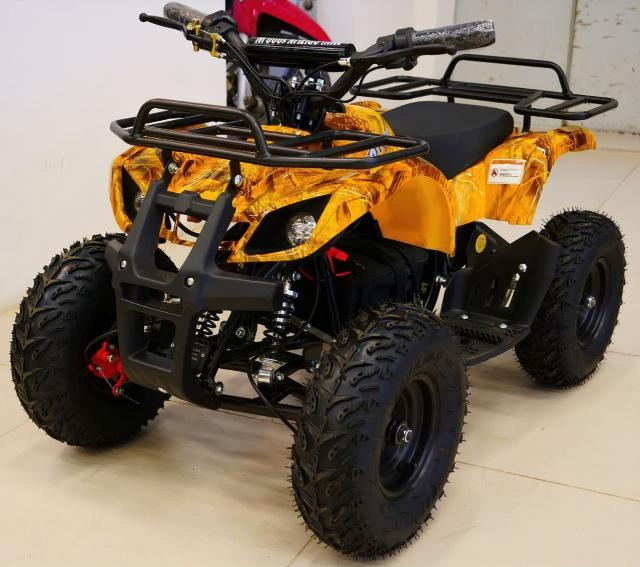 Квадроцикл MOTAX ATV Mini Grizlik Х-16, новый  https://globaldrive-shop.ru/  Детский квадроцикл ATV Motax Mini Grizlik X-16 Big Wheel в классическом утилитарном дизайне. Этот квадроцикл оборудован колёсами 6 дюймов с шинами низкого давления и увеличенного размера, что позволяет получить больший ездовой комфорт и проходимость за счёт увеличения клиренса. Отлично подойдёт для детей от 3 до 8 лет.  🚀 Новый! При покупке масло в подарок! 🚀  ➡ Технические характеристики: Рабочий объём: 49 см3 Мощность мотора: 3,5 л.с Макс. скорость: 38 км/ч Запуск: ручной Привод: задний Трансмиссия: автомат с редуктором Тормоза: дисковые механические Грузоподъемность: 90 кг  🚛 Доставка по городу и до терминала ТК! Доставка в улусы. 🔧 Собственный сервисный центр! Проверка всей техники перед отправкой клиенту. 🔁 TRADE-IN: обмен вашей старой техники на новую! 💪 Гарантия на все товары! 💲 Кредит / Рассрочка без переплат, 0-0-24 💳 Оплата любым удобным способом (наличными, картой, по счёту). ✈ Можем привезти товар под заказ!  📲 Звоните прямо сейчас по телефону в объявлении! 📲 Объявленияҕа баар нүөмэринэн эрийэ охсун!  🏎 Мы предлагаем на выбоp многие квадроциклы известных брендов, такие как: Линхай Ямаха (Linhai-Yamaha), Стелс (Stels), Авантис (Avantis), Мотолэнд (Motoland) объёмом 50   125   200   250   300 и так далее.  ⏰ Режим работы: ПН-ПТ: 10:00-19:00 СБ-ВС: 10:00-16:00  г. Якутск, ул. Чайковского, 77. Представительство федеральной сети магазинов водно-моторной техники GlobalDrive.  Приезжайте, ждём Вас в нашем магазине!