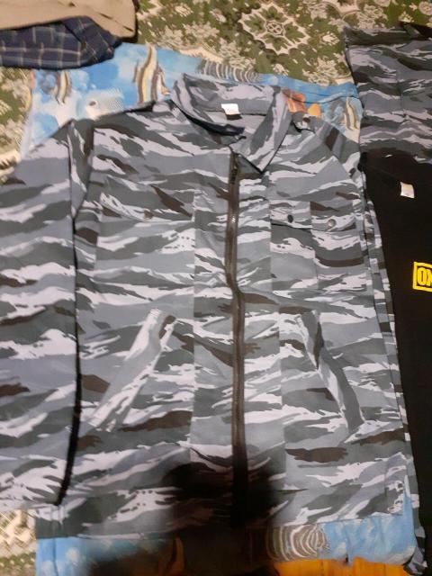 Продам камуфляжный костюм и футболку ОХРАНЫ размер 52-54