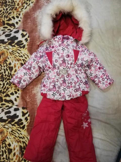 Детский комбинезон каждый по 2000 тр, можно сказать новые одевались пару раз.