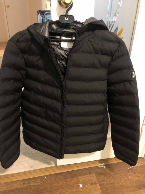 Продаю новую фирменную куртку черного цвета «Topman». Покупался с Англии, размер L, совершенно новый👍 Как раз на весну и осень. Самым быстрым отличный торг!