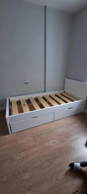 Кровать 90*200 с 2мя ящиками для хранения,массив сосна,покрытая краской dulux