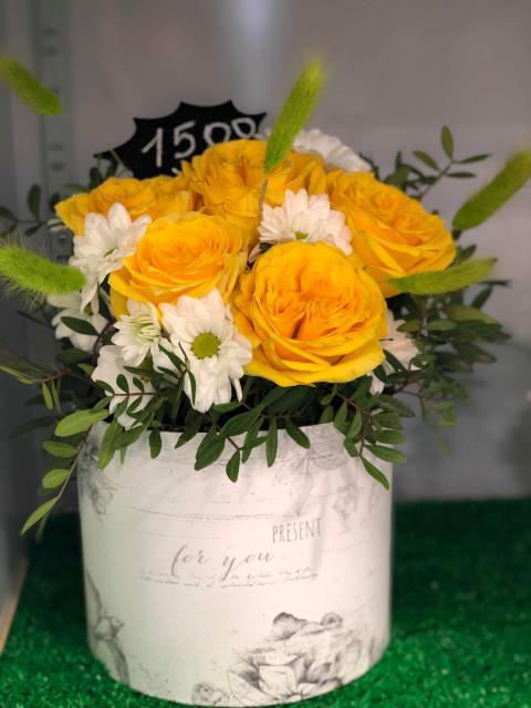 Продаю композицию  из живых цветов  Связи с открытием магазина скидка 50%  Доставка