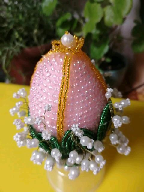 Пасхальное яйцр из бисера с ландышами, ручной работы