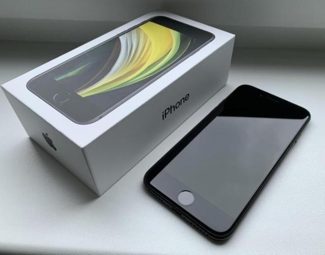 iPhone se2020 64gb, аккумулятор 93% покупался новым в конце августа 2020 года, очень бережно эксплуатировался. На гарантии, чек прилагается. Цена 29.000. Причина продажи купил 12. Доставка.