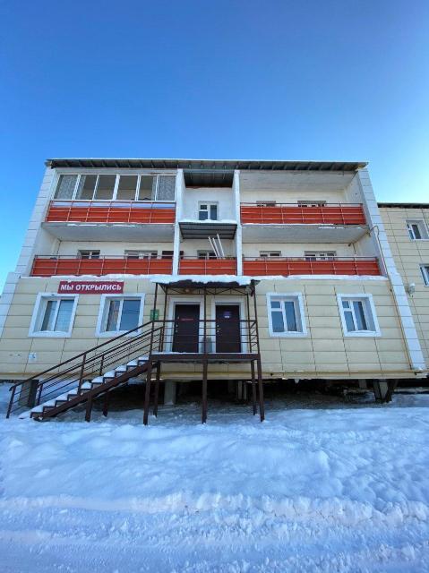 Продается нежилое помещение по Сергеляхскому шоссе 12 км. Район Борисовки-1. Отдельный вход с доступом 24/7, можно под офис, магазин, салон и т.д. Первая линия, 1 собственник.