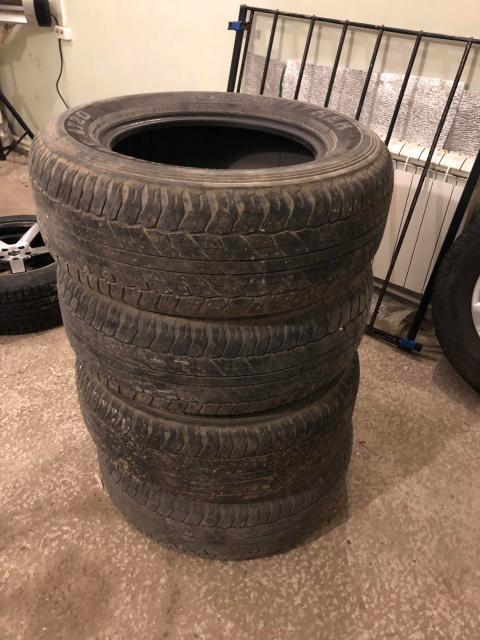 Продам резину  Dunlop grantrek at20 265/65/r17 3 штуки целые , 1 под вопросом  Остаток 60%