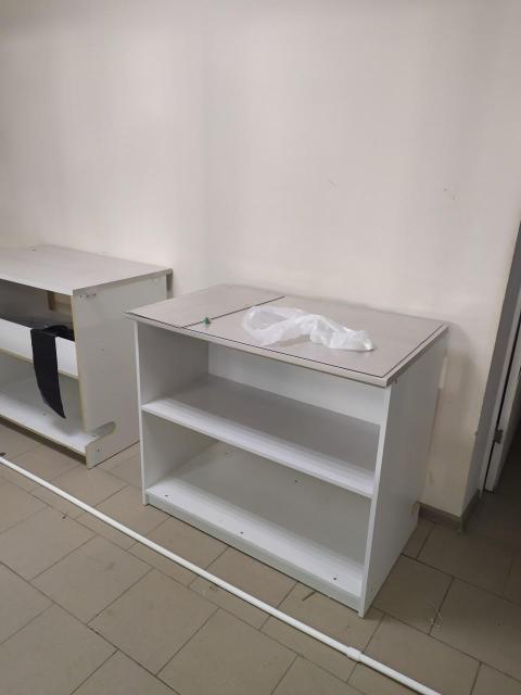Стол кухонный, пристенный, б/у. В идеальном состоянии. Высота - 80 см. Глубина - 60 см. Ширина - 120 см. В наличии - 3 шт.