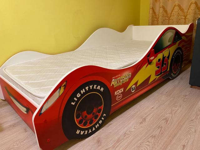Продаю кровать-машинку 170/70 б/у в хорошем состоянии с матрасом. Самовывоз