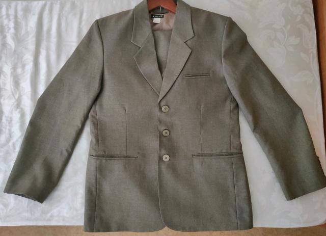Продаю костюм за 2000 рублей. Реальному покупателю торг Размер: M