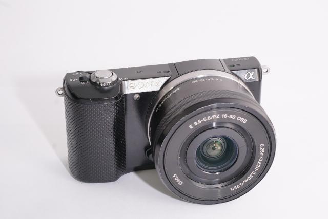 Продам фотоаппарат Sony a5000 с объективом 16-50/3.5-5.6 OSS, в комплекте аккумулятор, зарядное устройство, USB кабель, ремешок, коробка. Звонить и писать по номеру 89644156855.