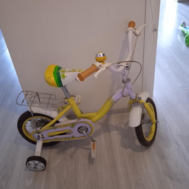 Продаю 2 велосипеда для девочек: Белый на 3-4 года в хорошем состоянии за 2500 руб без торга Розовый в отличном состоянии на 5-7 лет за 4500 руб