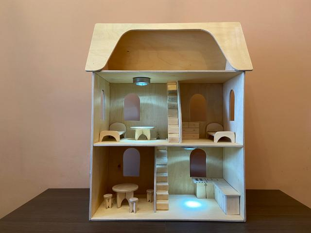 Деревянный кукольный домик с подсветкой, ручная работа, натуральное дерево - фанера берёза, высота - 70 см, ширина - 50 см, глубина - 25 см, высота этажей - 23 см, вес - 6 кг, самовывоз 89248954193