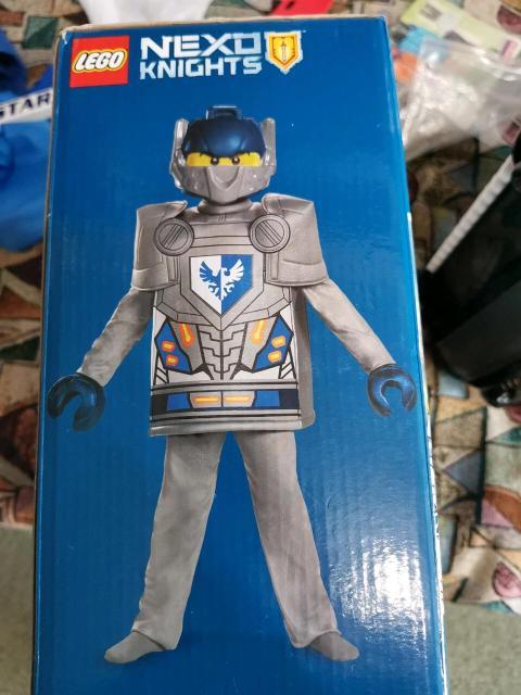 Продам костюм рыцаря Клэя Лего. Ростовка от 110 до 126. С доставкой по городу.