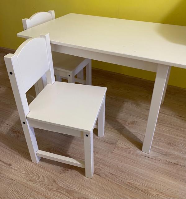 Продаю б/у стол и 2 стула Икея деревянные. Требуется покраска. Самовывоз