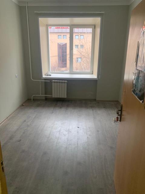 Сдам в аренду помещение 12 кв м, в самом центре города, 2 этаж, свежий ремонт, коммунальные услуги входят в стоимость аренды, доплачивать ничего не нужно, возможно, предоставление мебели по желанию