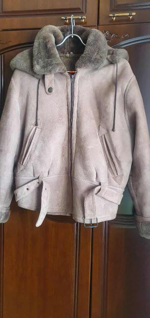 Продаётся дублёнка натуральная овчина, состояние идеальное! Размер 46-48. Фасон универсальный жен и мужск.