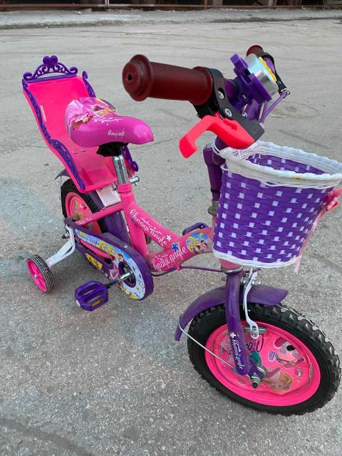 Продам велосипед для девочки , состояние отличное , даже пленка местами не содрана , эксплуатировался не много прошлым летом , в этом году только достали а он мал. На возраст 2-4 года где то. Девочки будут в восторге 😍 Возможна доставка
