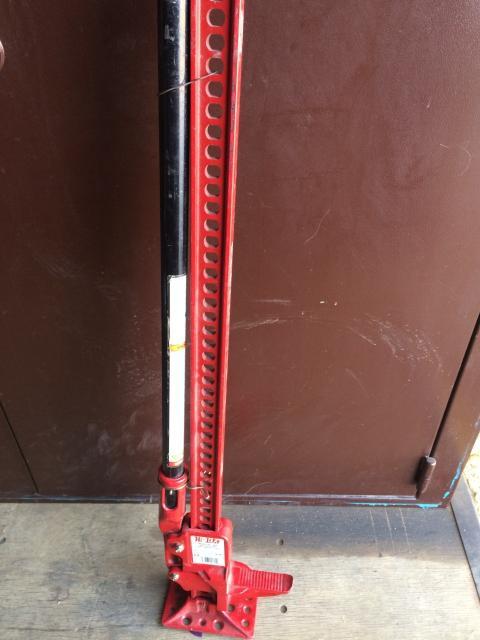 Реечный домкрат Hi-Jack, абсолютно новый,не эксплуатировался.Максимальная нагрузка - 2300 кГ , высота подъема - 121 см.Звонить по телефону - 89607891818.