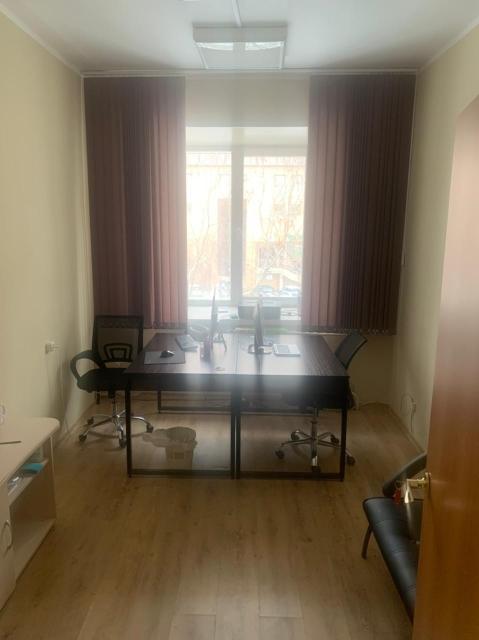 Офисные помещения, 12 кв.м, 16 кв.м, 22,3 кв.м. Под любую деятельность (кроме магазина, парикмахерской, общепита). В цену включены коммунальные услуги, охрана, интернет 100 м/бит (Wi-Fi или по кабелю), мебель.  Парковка возле здания. Все помещения после ремонта. Есть возможность арендовать с мебелью или сделать ремонт под свой стиль. Есть также двойной кабинет 22,3 кв. м.