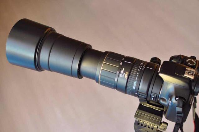 С блендой уф фильтром родной с лапкой в отличном состоянии автофокус ручной. в подарок фотоаппарат для начинающих фотоохотников canon 1100. с картой и зарядником. без торга.