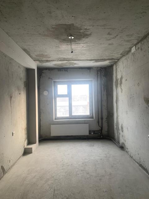 Продается 1 комнатная квартира по ул. Полины Осипенко. Дом 2021 года постройки. Этаж 1 из 9. Пред чистовая отделка. Маршрут автобусов: 19,6,15,1,35. Все в шаговой доступности. Показ в любое время.