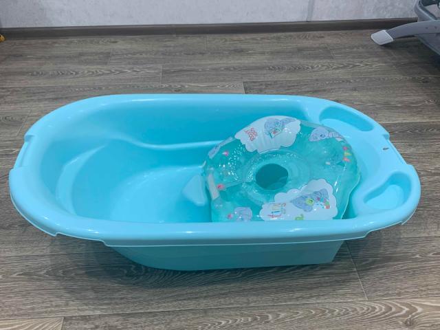 Продам ванночку для купания , плюс бонусом идёт круг для купания