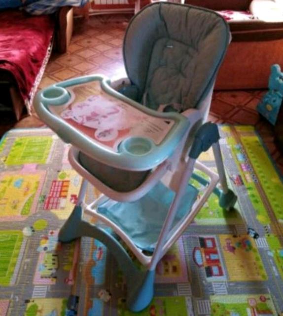 Продам стульчик- трансформер для кормления в отличном состоянии , без верхних ремней безопасности в остальном все отлично. Торг ( самовывоз)