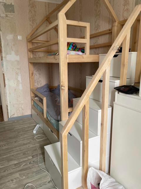 Продаётся кровать двухярусная вместе с 2 ортопедическими матрасами (80*160). Кровать была сделана на заказ в ноябре, матрасы в использовании были 4 месяца. Самовывоз с центра