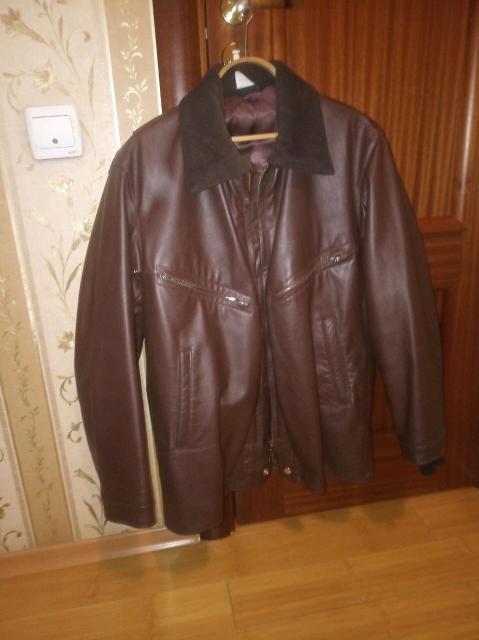 Продам лётные кожаную куртку размер 48 (рост 165-170). Снимаемый утеплитель. Состояние нового.