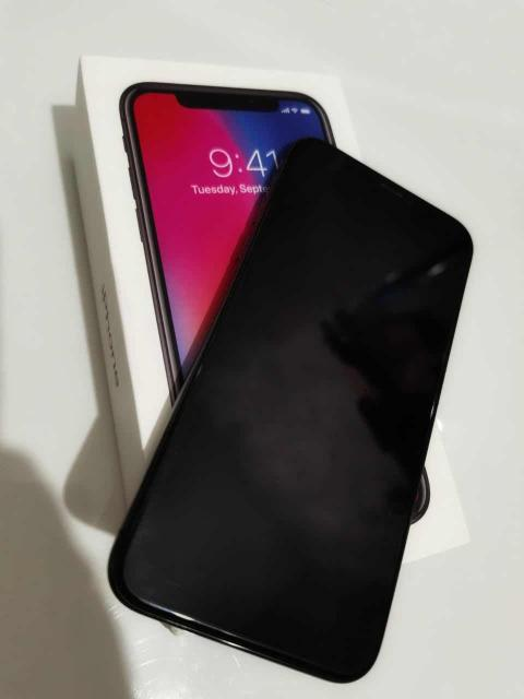 Продам iphone X 256gb, коробка зарядник в комплекте. По корпусу идеал. Пленка на экране, face id не работает после обновления.