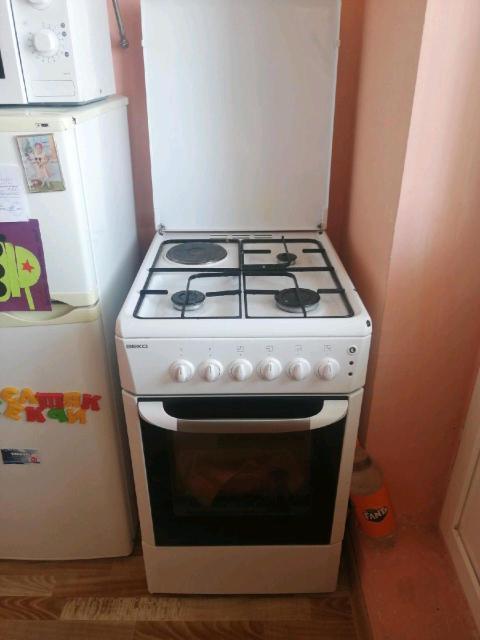 Продаю духовку хорошем состоянии все работает духовка электрическая самавывоз ул богдана чижи 3