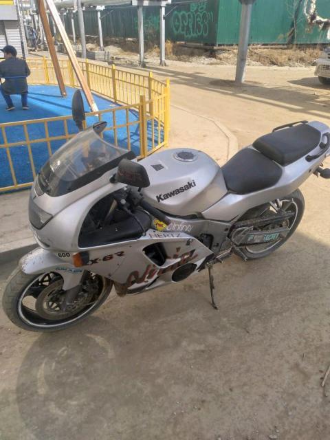 Kawasaki zx6r 600куб в отличном состоянии дкои есть торг или обмен с доплатой