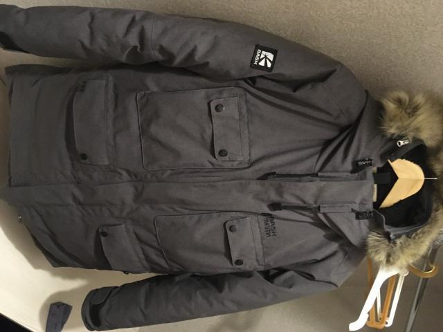 Продаю полностью оригинальную зимнюю куртку BASK, отдано за нее было кровных 39990 р. не отходила и сезон, брал 14.12.2020 г. в Айсберге, магнитные застежки на карманах и молнии, мех волк, 52 размер.