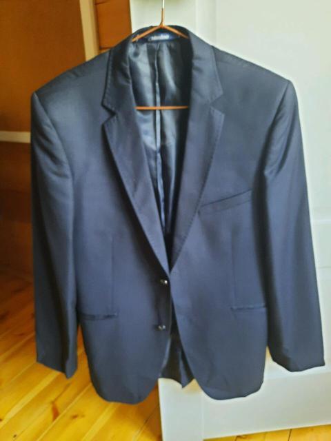 Размер 44, рост 170 Одевала пару раз на торжество. Каждый пиджак по 800р.